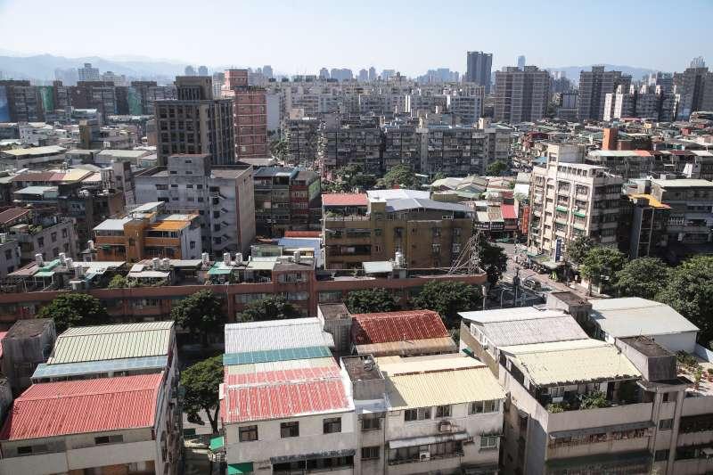 20181218-台北市萬華區老舊建物,都市更新,頂樓加蓋,老屋重建。(顏麟宇攝)