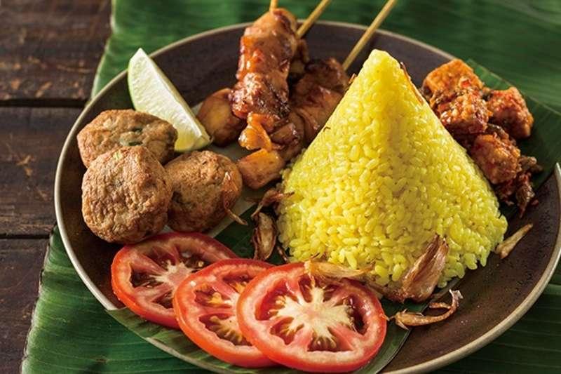薑黃飯顧名思義是採薑黃為主辛香料,不單取其香氣,同時也藉此讓米飯金黃誘人,在印度、印尼,金黃色也象徵著多財富、福氣。(圖/麥浩斯提供)
