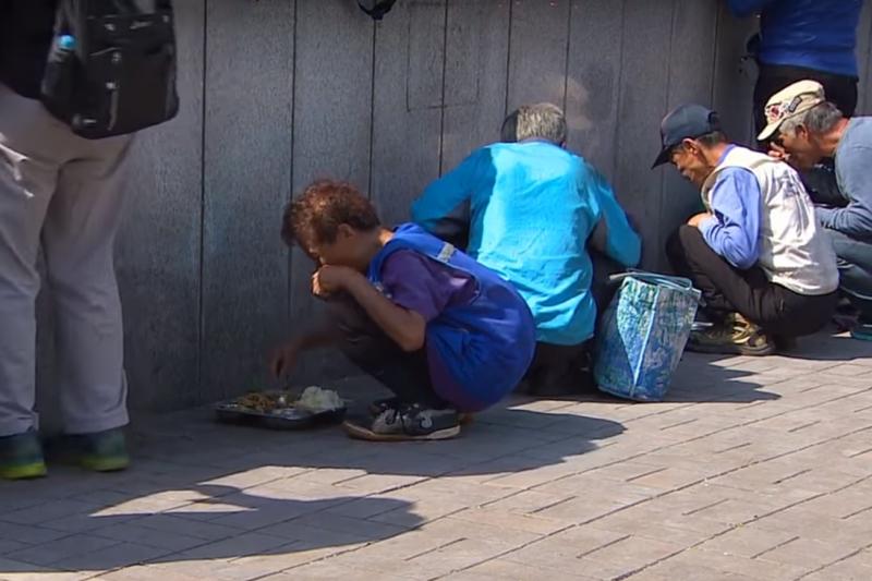 許多南韓高齡人口面臨貧困問題(截自youtube)