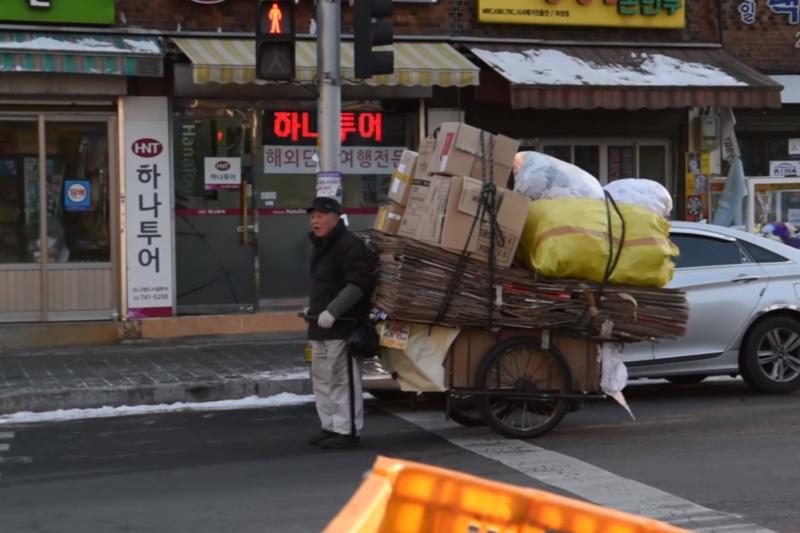 許多南韓老年人難以養活自己(截自youtube)