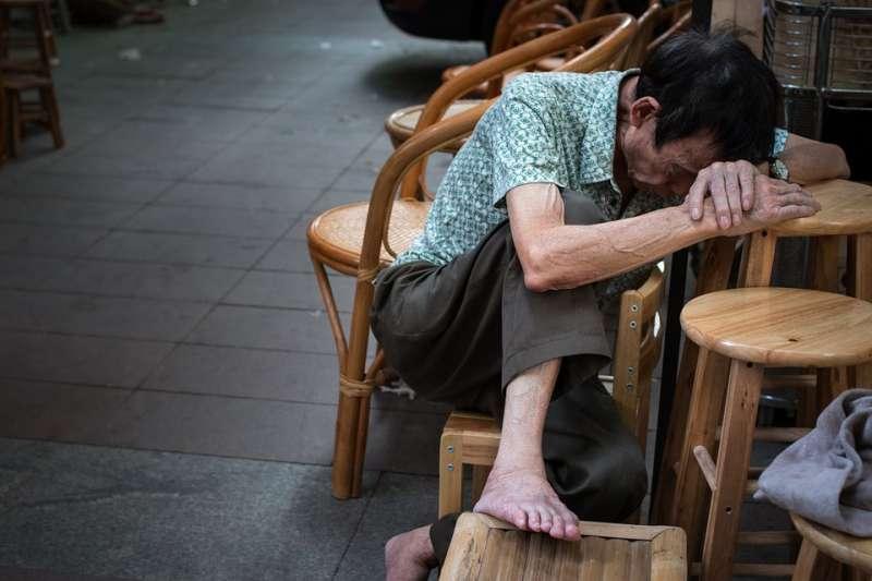 無家可歸的老人示意圖(Pixabay)