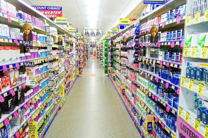 許多化妝品、保養品、甚至清潔劑都喜歡標榜「天然、溫和」,但完全不是那麼回事!(圖/MemoryCatcher @pixabay)