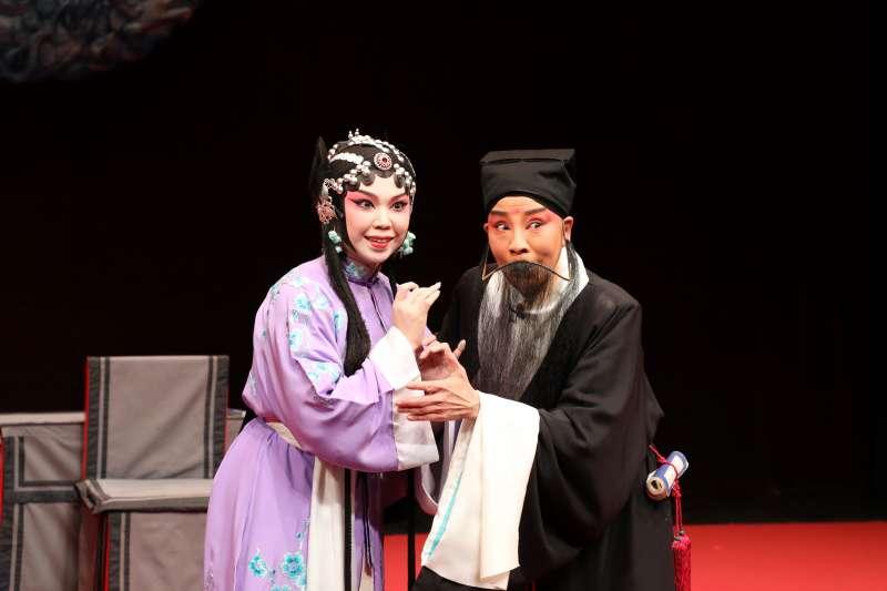MITSU:圖二:《逼休》崔氏(鄒子敏)、朱買臣(鄒慈愛)。(國光劇團提供)