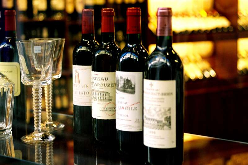 紅酒、牛肉是完美的搭配組合?營養師提醒紅酒的單寧碰上蛋白質,恐消化不良。(資料照,取自維基百科)
