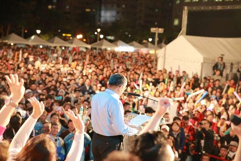 台北市長柯文哲連任成功,尚未就任,已經有五成民眾支持他選總統。(當選之夜,取自柯文哲臉書)