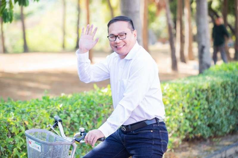 被外界視為交通部長林佳龍子弟兵的桃園航空城董事長王義川(見圖),在接任台灣觀光協會秘書長2個月後辭職。(資料照,取自王義川臉書)