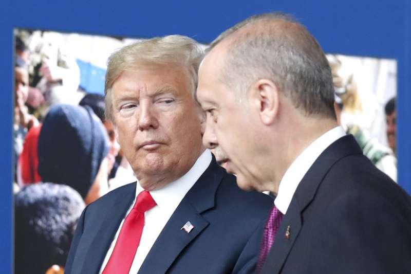 《美聯社》報導,美國總統川普在與土耳其總統艾爾多安通話時,突然改變決策,決定美軍撤出敘利亞。(AP)