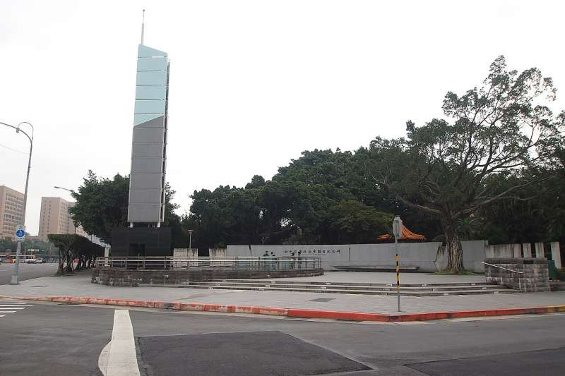 總統府前的白色恐怖紀念碑。(圖/想想論壇)