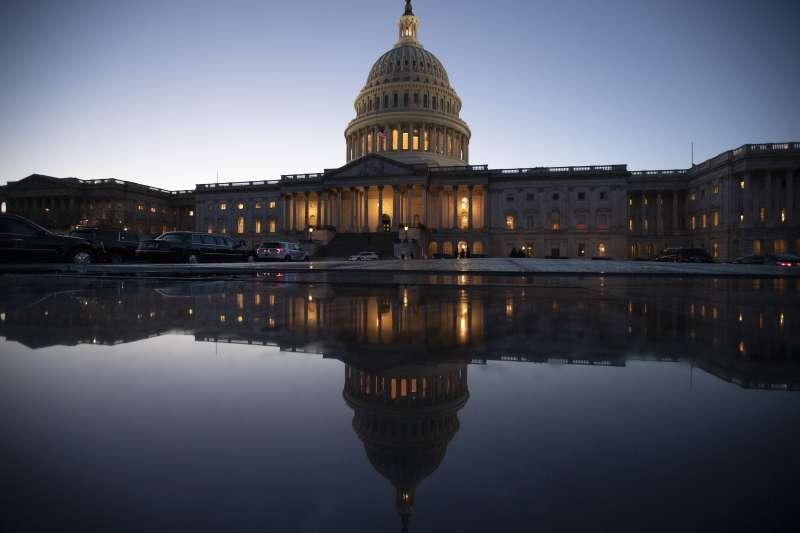 2018年12月21日,美國朝野兩黨預算案協商失敗,聯邦政府部分機構22日凌晨起關閉,圖為國會山莊(AP)