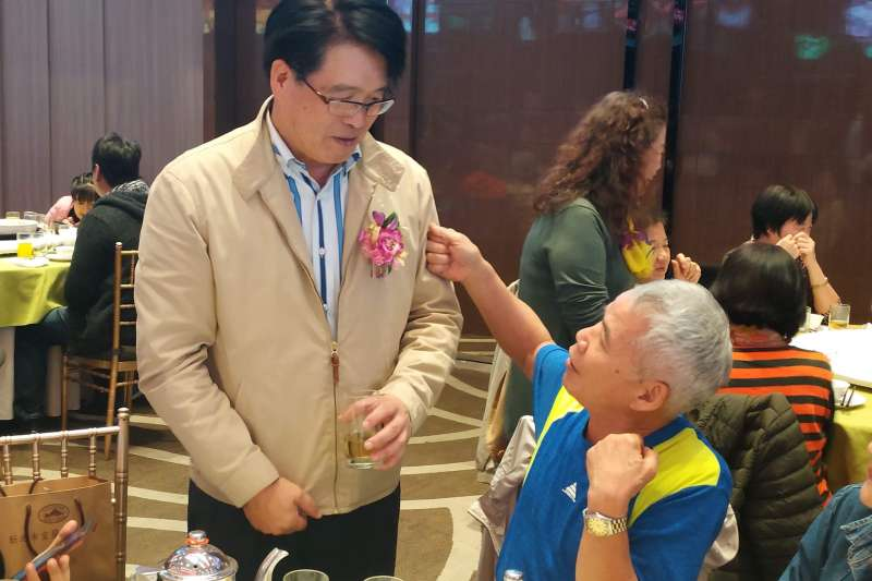 民進黨黨主席候選人游盈隆23日晚走訪新北宜蘭同鄉會。(范揚杰提供)