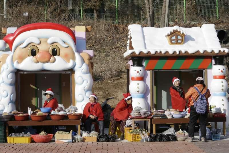 南韓街頭攤販的耶誕裝飾(AP)
