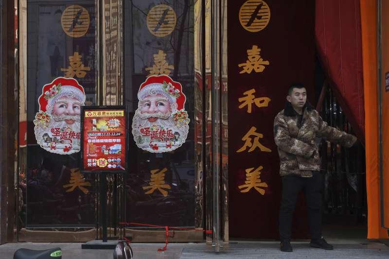 中國耶誕裝飾,但河北省廊坊市禁止慶祝耶誕(AP)
