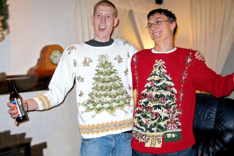 除了聖誕老公公和聖誕樹,世界各國還有自己特殊的聖誕傳統,有些真的非常奇葩。(圖/TheUglySweaterShop.com@flickr)