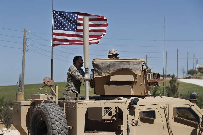 駐守在土耳其與敘利亞邊界城市曼比吉的美軍(AP)
