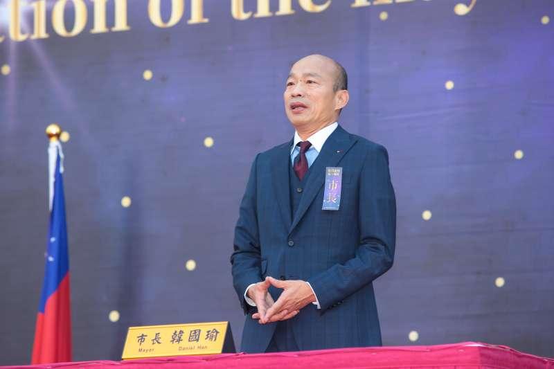 20181225-高雄市長韓國瑜25日於愛河畔舉行宣誓就職暨交接典禮,並簽下第一份公文。(顏麟宇攝)