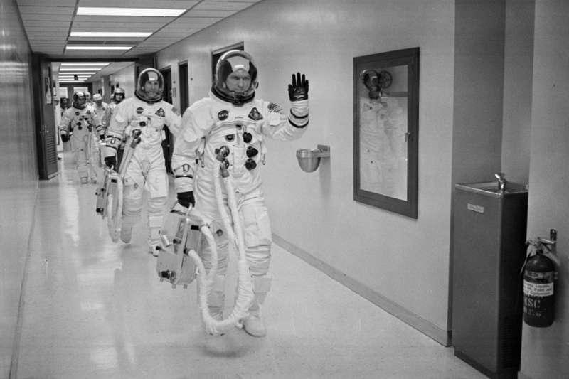 1968年12月21日,阿波羅8號任務太空人洛威爾、安德斯、博爾曼出發繞月任務。(AP)