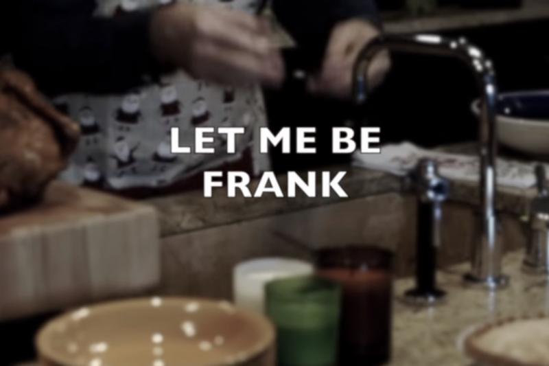 2018年12月24日,凱文史貝西開一段詭異影片,重現了自己在影集《紙牌屋》飾演的角色總統安德伍。(翻攝自You Tube)