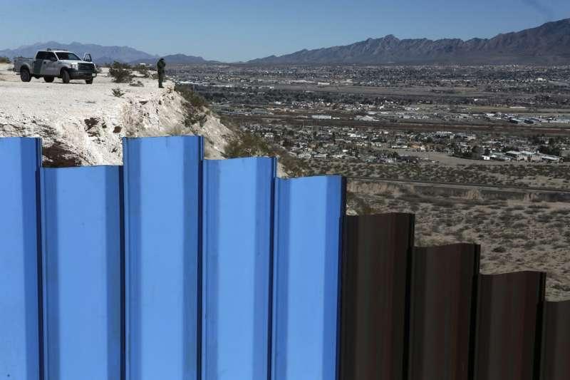 美國與墨西哥之間的邊界圍籬。(AP)