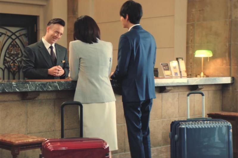 連假出國發現飯店的網路沒訊號、冷氣有霉味,你知道該怎麼跟櫃台講嗎?(圖/取自youtube)