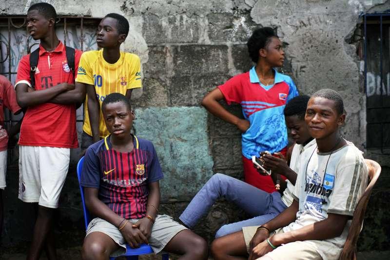 剛果民主共和國年輕人因學費昂貴而選擇不上學(AP)
