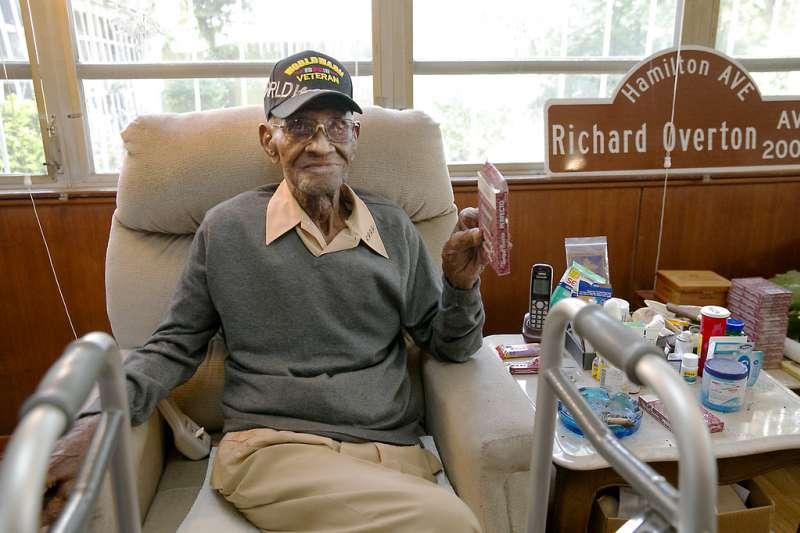 2018年12月27日,美國最年長二戰老兵歐佛頓(Richard Overton)逝世,享嵩壽112歲。(AP)