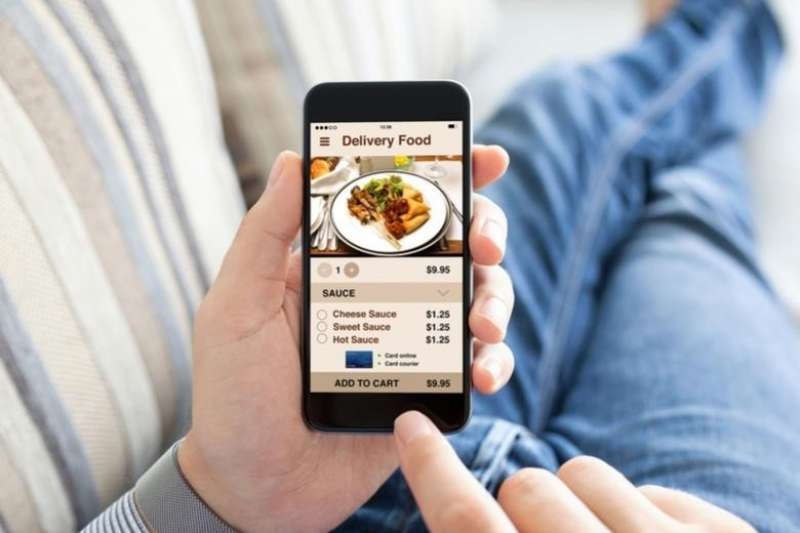 上課、上班走不開?宅在家裡不想動?新興餐飲外送平台崛起,讓消費者輕鬆享用美食,平台那麼多又該怎麼比較?《食力》帶你一起來剖析!(圖/食力提供)