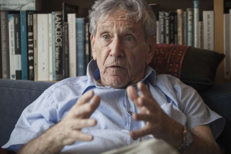 以色列國寶級作家奧茲28日癌症病逝,享壽79歲(美聯社)