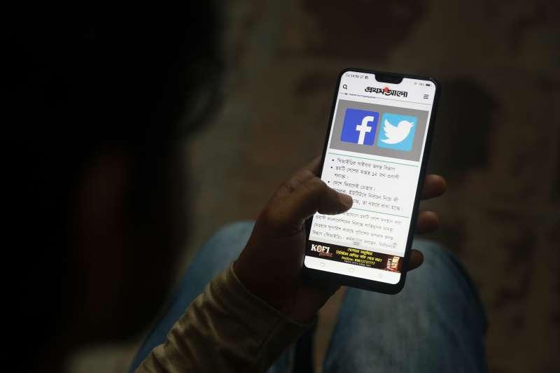 為了遏止「假新聞」流竄引發衝突,斯里蘭卡政府宣布封鎖社群網站(資料照,AP)