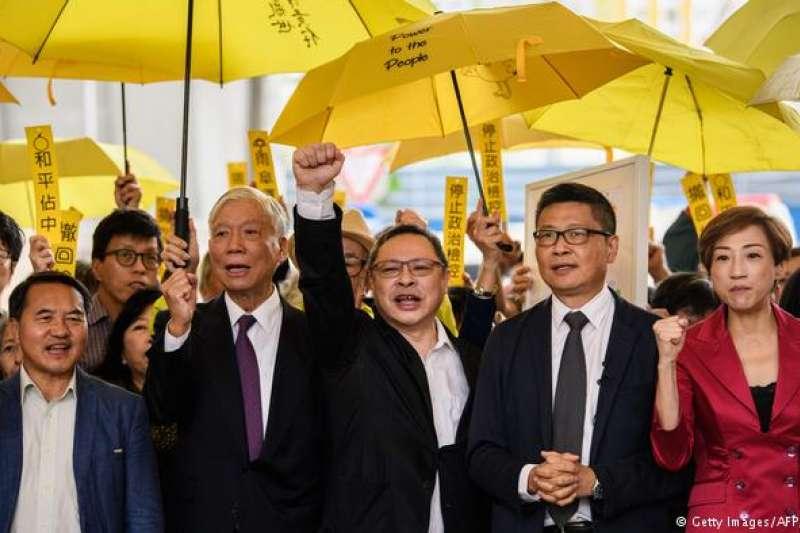 香港為爭取真普選的佔中運動到雨傘革命最後因為政改被否決而告終。相關人員也面臨法律訴訟。(德國之聲)