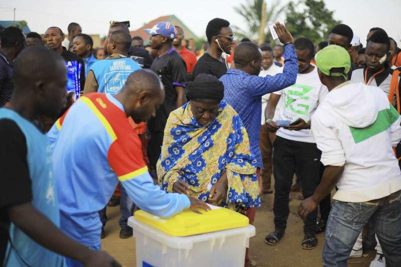 剛果民主共和國2018年12月30日舉行總統選舉投票,東部城市貝尼約選民不滿被政府剝奪投票權,自主進行投票(AP)