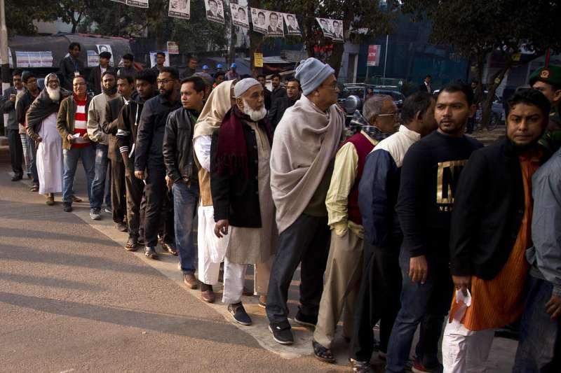 2018年12月30日,孟加拉國會選舉,選民大排長龍。(AP)