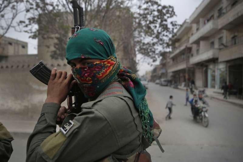 敘利亞北部,與美軍合作的庫德族戰士(AP)