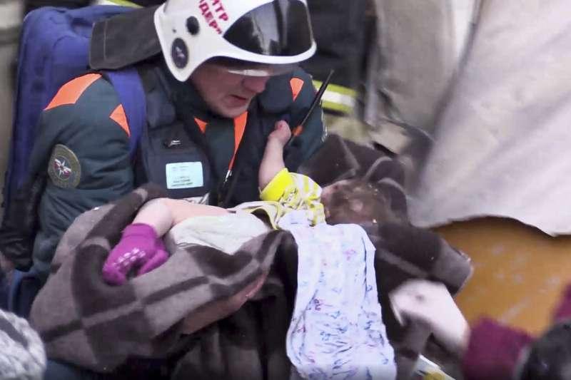 俄羅斯一棟住宅大樓12月31日發生天然氣爆炸,導致至少7人死亡