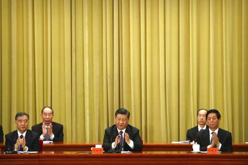 習近平2日在人民大會堂發表《告台灣同胞書》,包括汪洋、栗戰書等人也隨同出席。(美聯社)