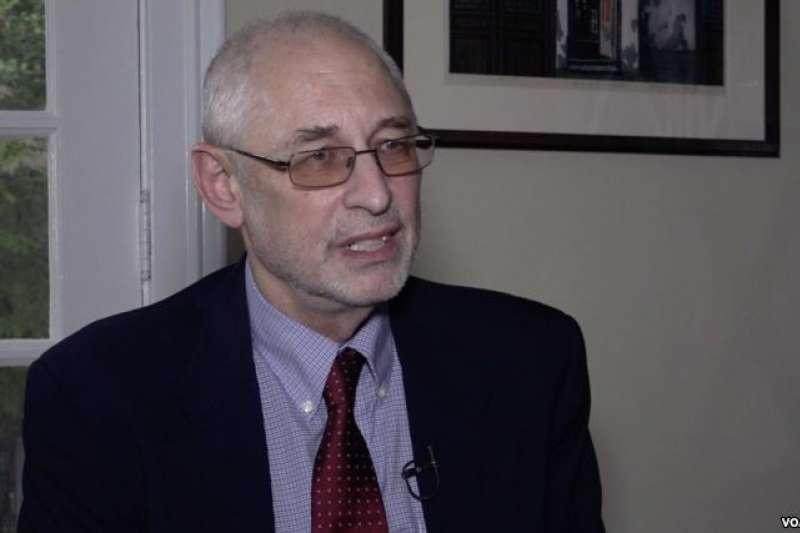 2018年11月1日,美國哥倫比亞大學政治學教授黎安友(Andrew Nathan)接受美國之音專訪。(VOA)