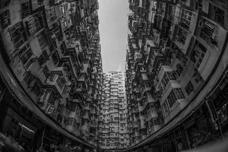 「一國兩制」下的香港,真的是「兩制」嗎?(圖片取自Pexels)