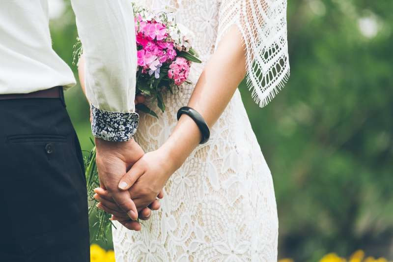 科技部調查發現,月薪3萬元以下族群,48%男性沒有結婚,女性僅24%。(示意圖/ StockSnap@pixabay)