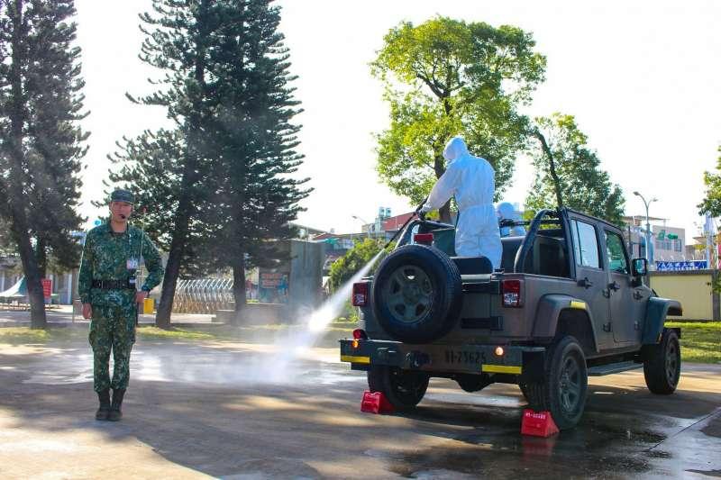 國防部召開「非洲豬瘟管制會議」,針對疫情防治做出指示。圖為是陸軍司令部4日進行非洲豬瘟防疫消毒作業演習。(陸軍司令部提供)
