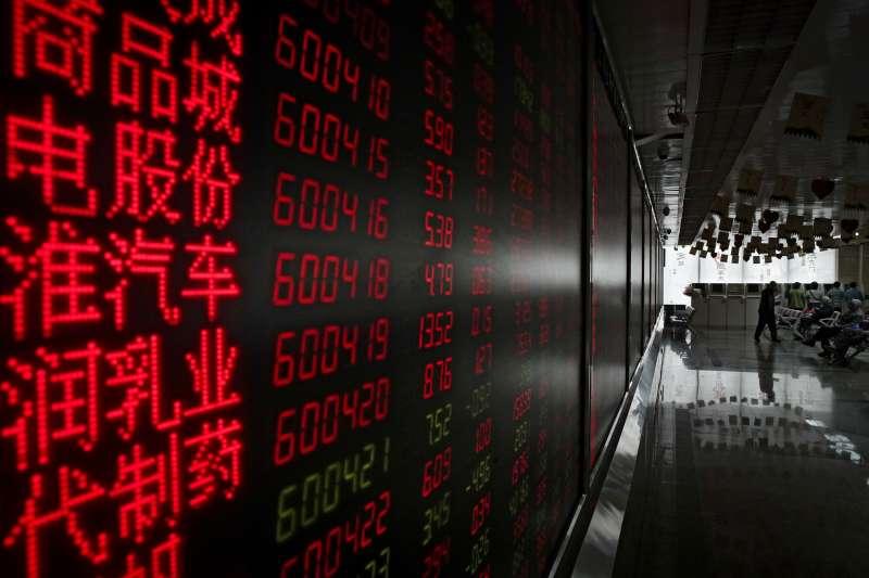 法人指出,雖然經濟情勢尚未完全好轉,但亞洲疫情已有明顯改善,疊加匯率升值的吸引力,讓亞股後市持續看俏,尤其看好科技、金融、消費三大亮點。(AP)