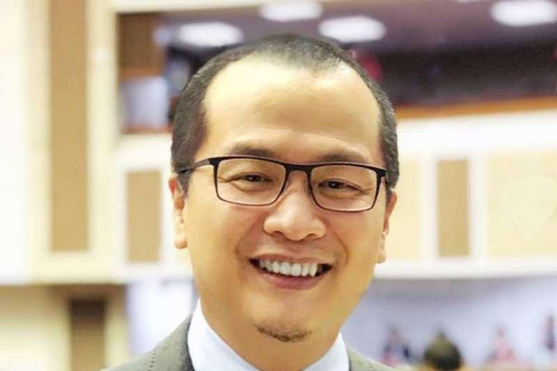 台北市議員羅智強27日質疑前高雄市長陳菊,用善款請律師「最大的任務就是讓災民簽下『代位求償』」,以規避國賠。(資料照,取自羅智強臉書)