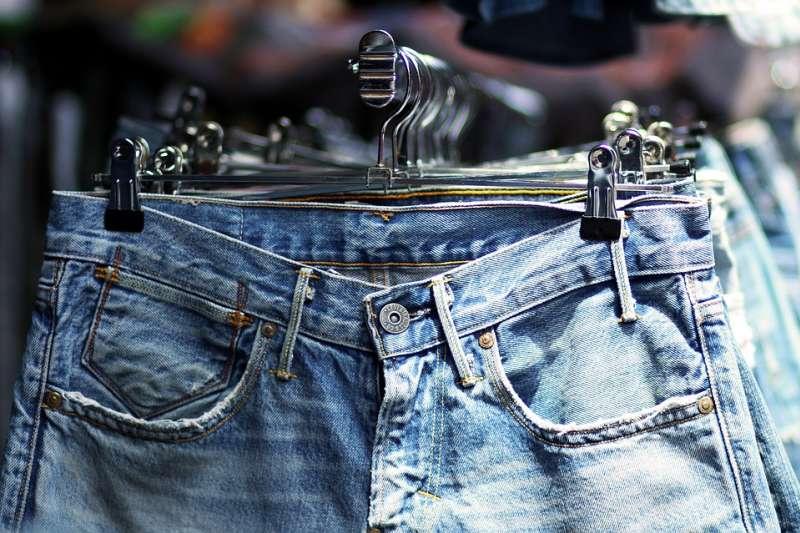 Mud Jeans讓租戶先付20歐元參加會員,後續每月續付7.5歐元的月租金,租一條牛仔褲一年。(示意圖/ 2goldi@pixabay)