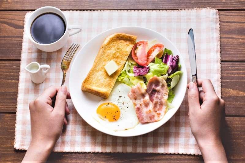 想減肥的人可以略過早餐不吃嗎?學者告訴你答案!(圖/すしぱく@pakutaso)