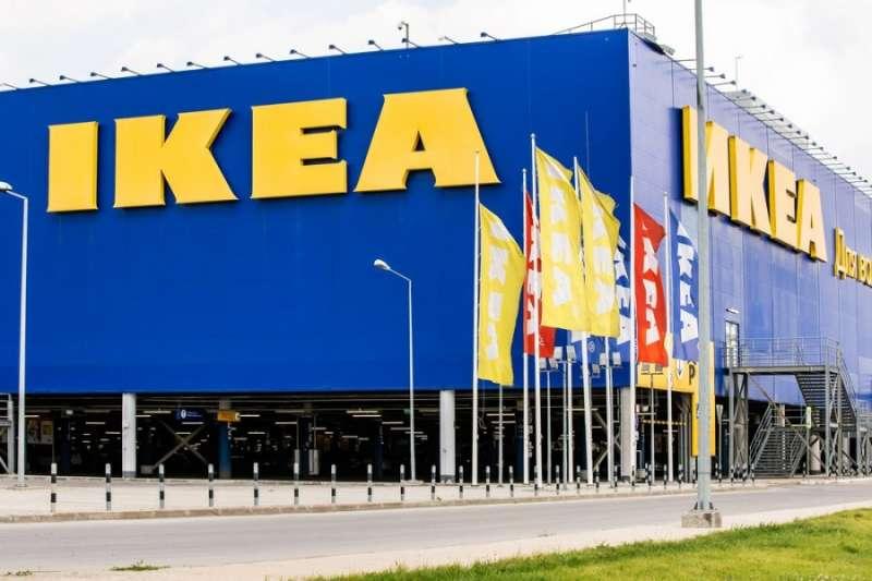 IKEA在2016 年降價,淨利反而上升 20%,究竟為什麼有些公司採用低價策略會大成功,有些卻虧本收場呢?這篇分析了主打低價策略成功公司的共同點。(圖/Fishman64 @ shutterstock,經理人)