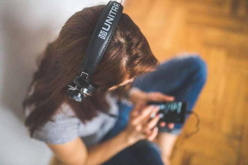 英國廣播公司BBC日前公開了近百年來所收集到的聲音資料庫,超過一萬六千種音效素材免費開放大家以個人、教育或研究用途下載使用,非常好康、值得一逛。(圖/取自pexels)