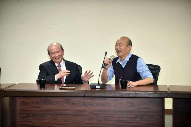 義联集團創辦人林義守(左)7日率隊拜會高雄市長韓國瑜(右),允諾700億元投資案,其中一筆,是遠在20年前推動的「湖內工商綜合區開發案」。(資料照,高雄市政府提供)