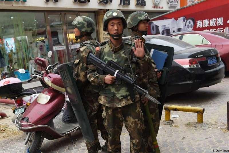 路透報導,中國政府上週首次開放外國媒體參觀3間新疆的再教育營,並表示關押人數將漸漸減少,但目前沒打算終止再教育營。(德國之聲)