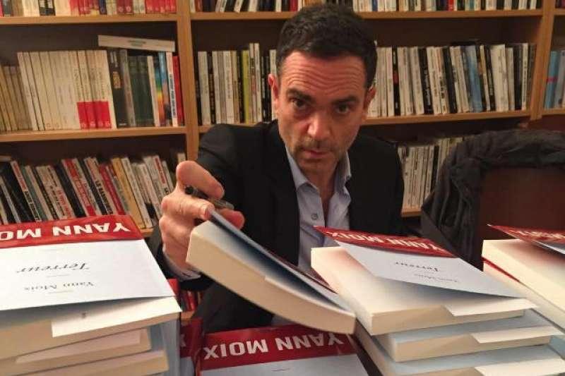 法國知名作家、電影導演穆瓦(Yann Moix)。(翻攝自Yann Moix臉書)
