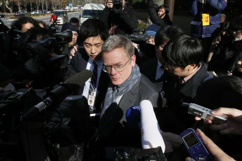 2019年1月8日東京地方法院開庭說明羈押日產前董座戈恩的理由,法國駐日大使也出庭旁聽。(AP)