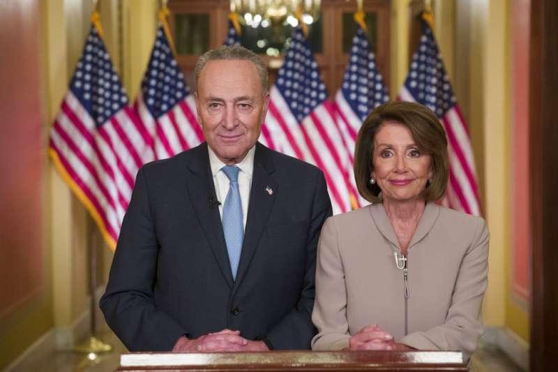 20190109美國民主黨參議院領袖舒默及眾議院領袖裴洛西發表演說,回應川普全國演講。(AP)