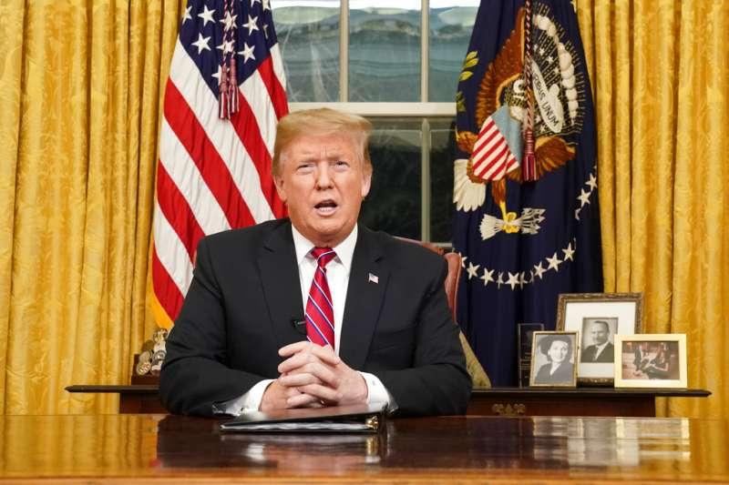 2019年1月8日,川普晚間發表電視演說,強調非法移民給美國帶來極嚴重的社會與治安問題。(美聯社)